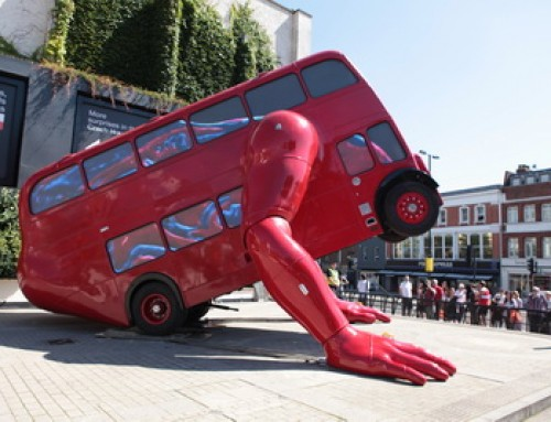 David Cerny /Robot bus sculpture does push-ups